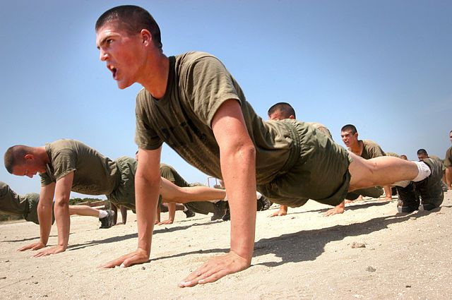 640px-Marines_do_pushups