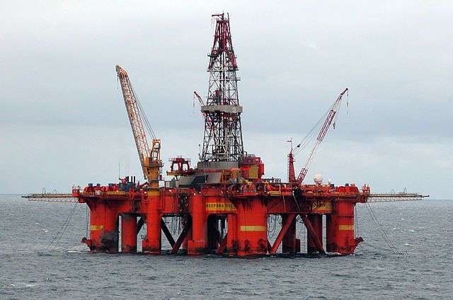 640px-Oil_platform_in_the_North_Sea