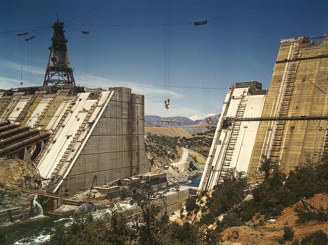 640px-Shasta_dam_under_construction_new_edit