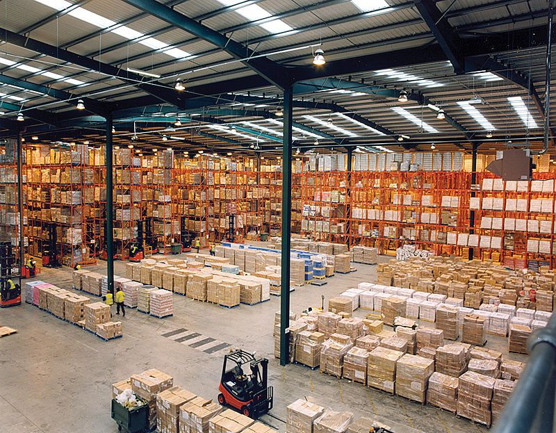 800px-Modern_warehouse_with_pallet_rack_storage_system