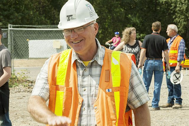 Construction_Manager_(9468874430)